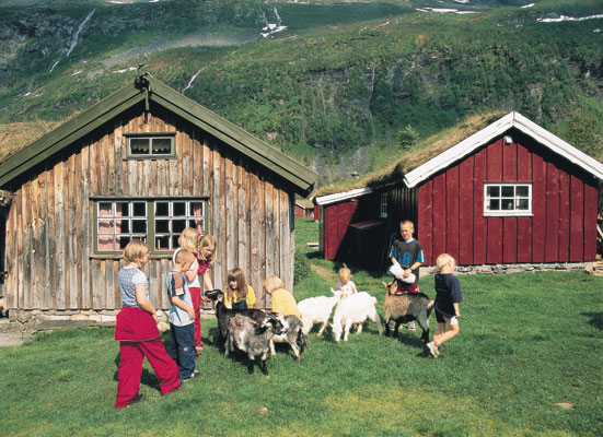 Herdalssetra mountain farm Møre og Romsdal farm holiday children and goats nature wooden cottages, Norwegen