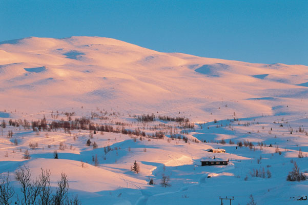 Hemsedal winter nature scenery evening sun over mountains and cottage region view of snow-covered mountains, Norwegen