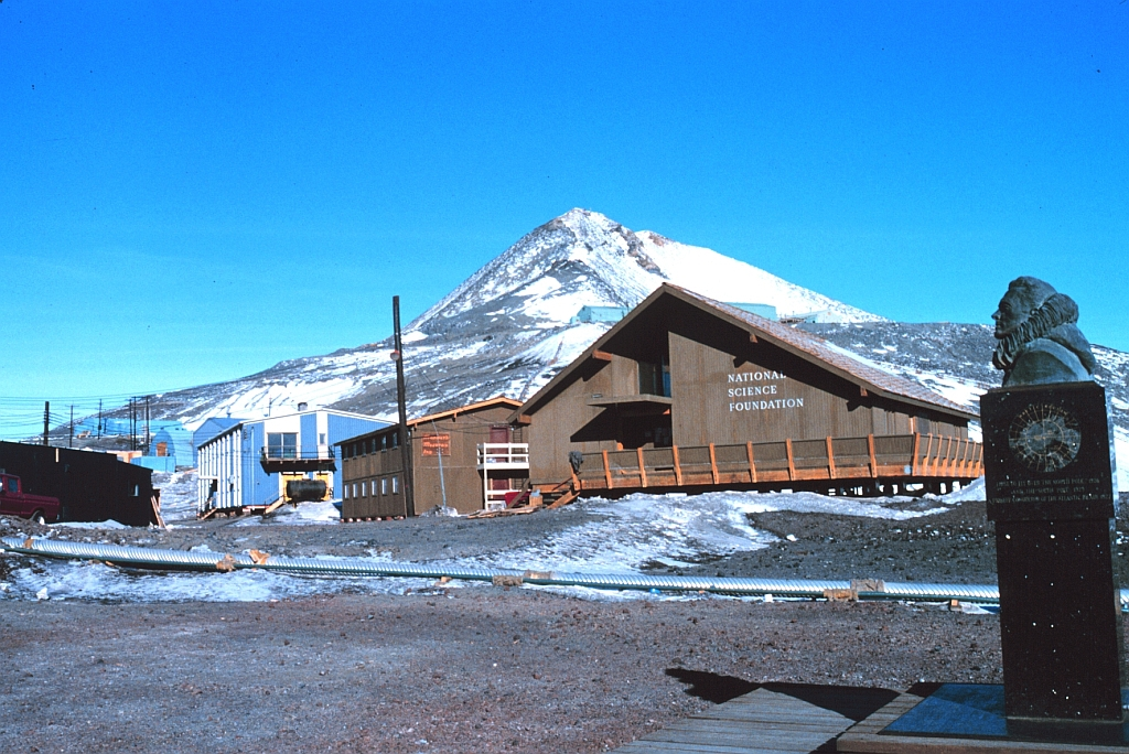 National Science Foundation am McMurdo Sound